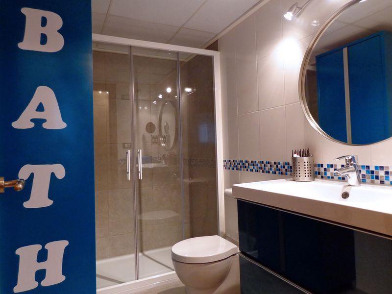 Cambio plato de ducha por otro y pintar azulejos mi - Revestimiento vinilico para banos ...