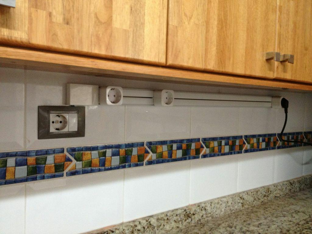 Como instalar un sistema de enchufes deslizantes for Regletas de enchufes