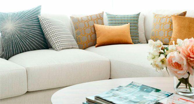 5 consejos para decorar con cojines for Cojines para sofas