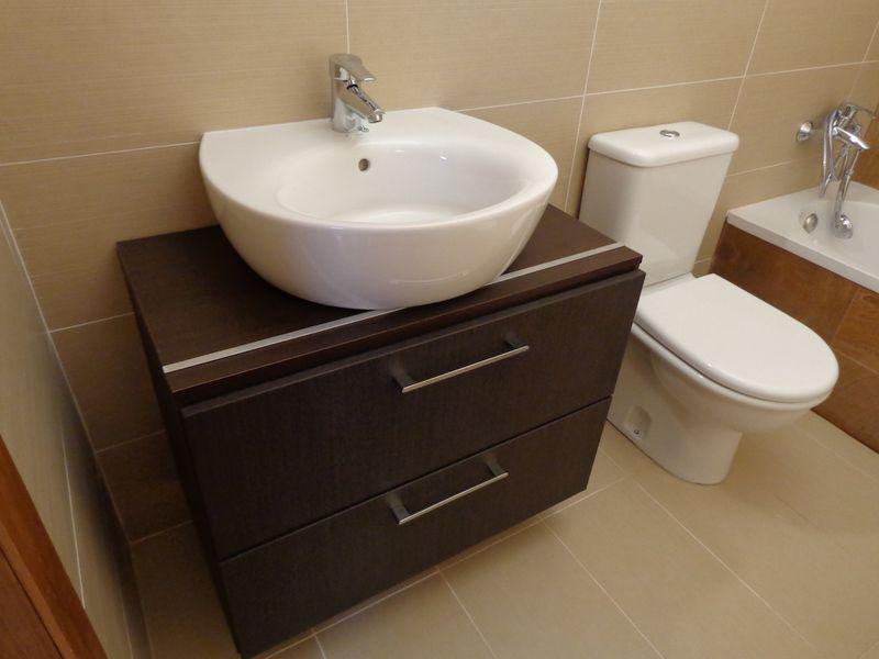 Paso a paso c mo hacer una encimera para un mueble lavabo for Mueble lavabo pedestal ikea
