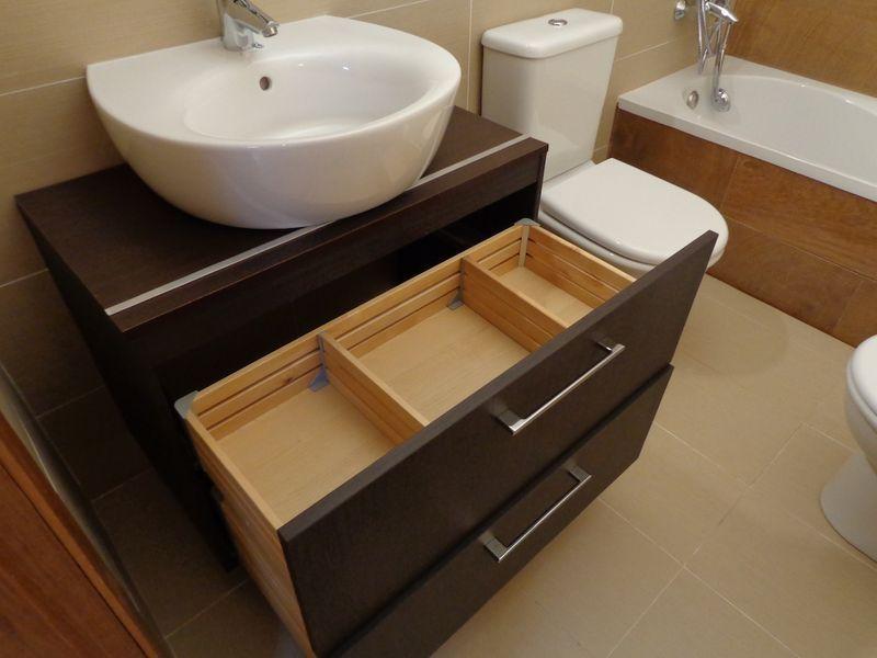 Paso a paso una encimera para el mueble de lavabo for Mueble bajo lavabo ikea