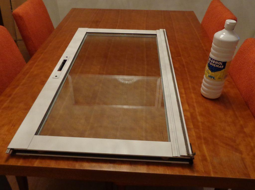 C mo decorar una ventana con vinilo electrost tico - Como pintar puertas de sapeli ...