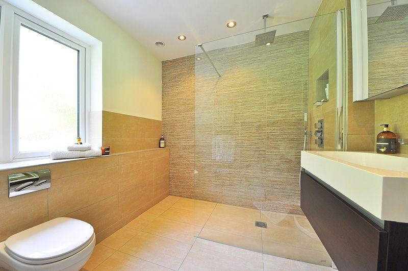 Factores que debes tener en cuenta a la hora de cambiar la bañera por ducha